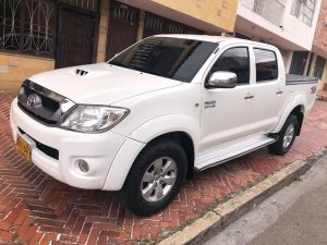 TOYOTA HILUX 2011 AT 4X4